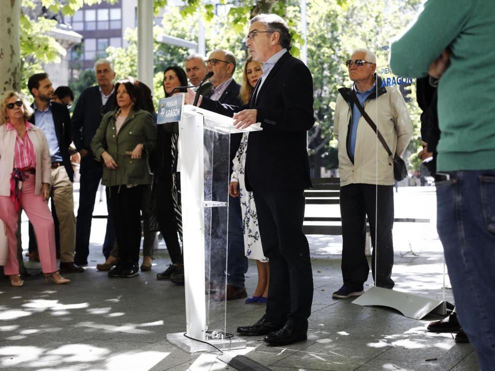El candidato del PP a la Presidencia de Aragón, Luis María Beamonte, en la presentación de sus rebajas fiscales, este lunes.
