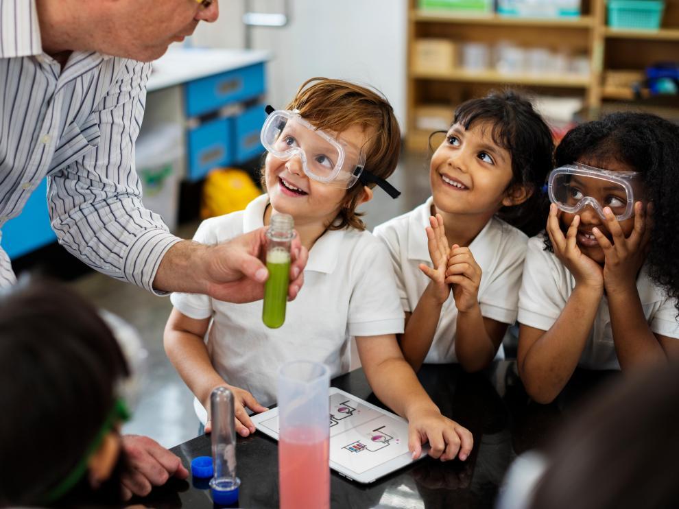 Alumnos felices y motivados para aprender en valores y que toman las riendas de su propio aprendizaje, en un ambiente de inclusión plena y real.