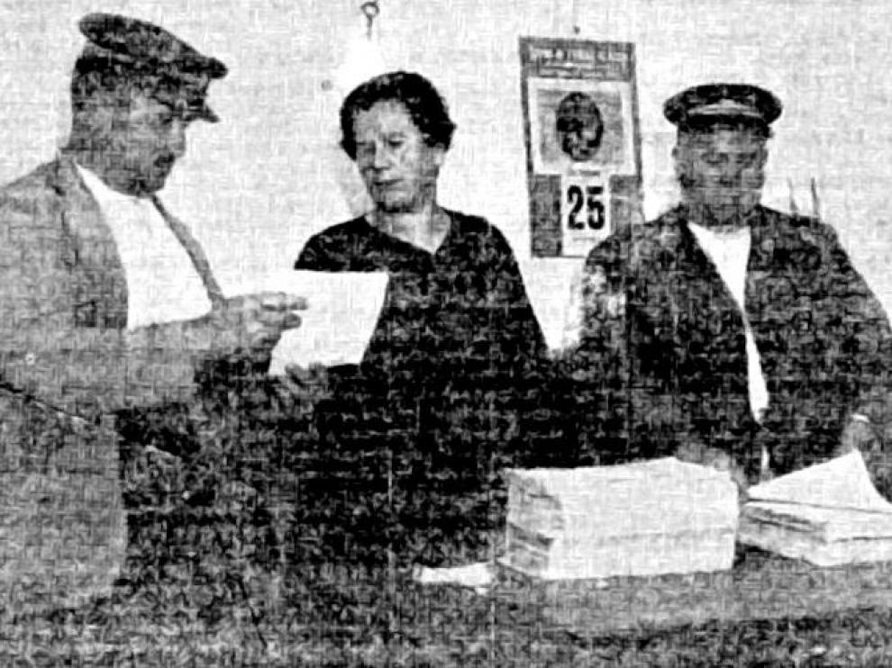 La alcaldesa con los alguaciles en 1932.