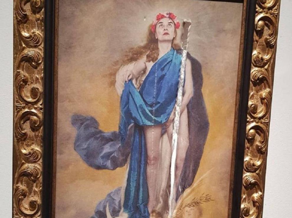 La polémica obra 'Con flores a María', de la artista Charo Corrales.