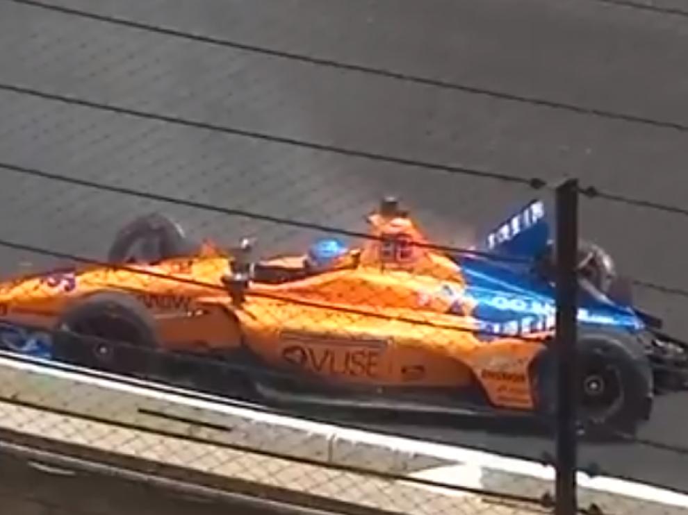 Imagen del choque de Fernando Alonso contra el muro.