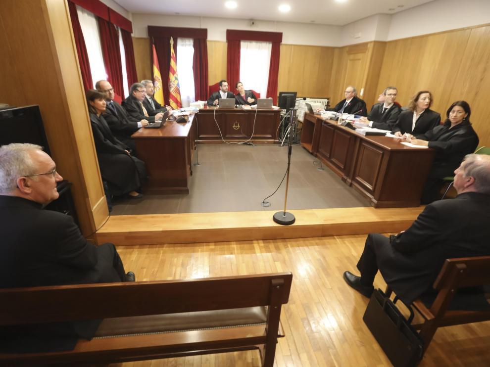 Juicio entre los obipos de Barbastro y Lerida por los bienes enel juzgado de Barbastro /16-5-19 / Foto Rafael Gobantes [[[FOTOGRAFOS]]]