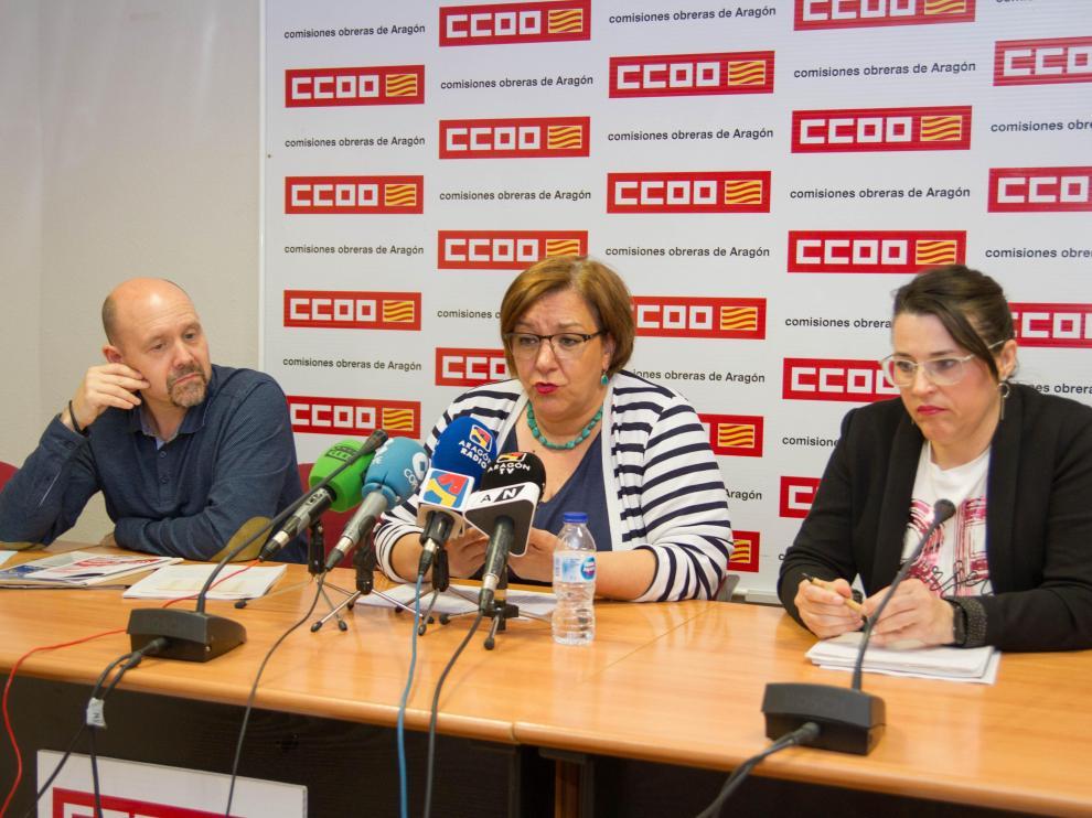 Manuel Pina, Mari Cruz Vicente y Sonia García, este viernes en Zaragoza.