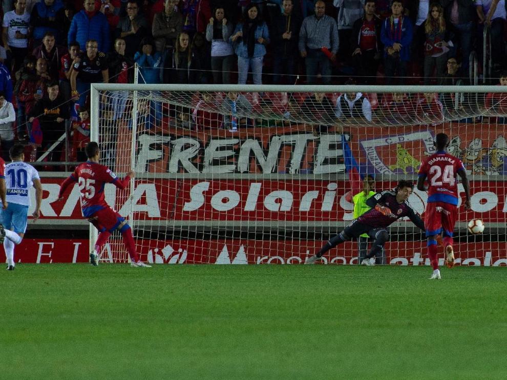 Gol del Numancia, marcado por Viguera de penalti en el último minuto, con el que los sorianos ganaron 1-0 al Real Zaragoza en la primera vuelta en Los Pajaritos.