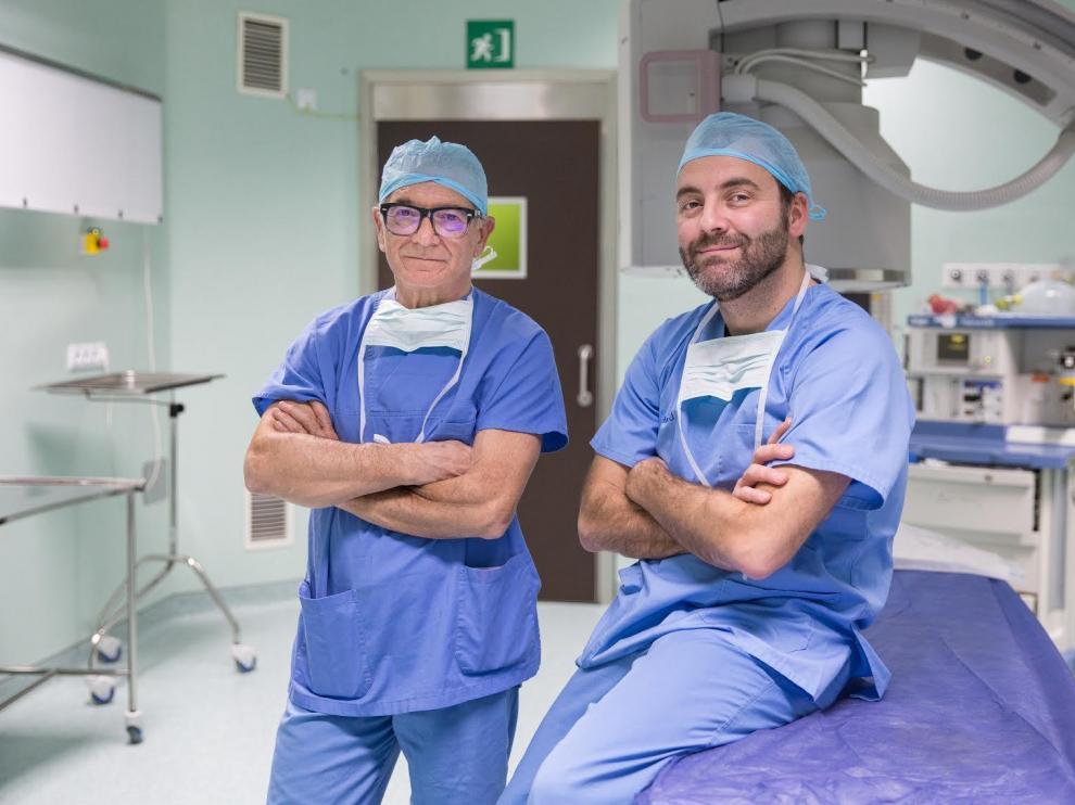 Los doctores Carlos Rioja y Jorge Rioja, urólogos en el hospital Viamed Montecanal.