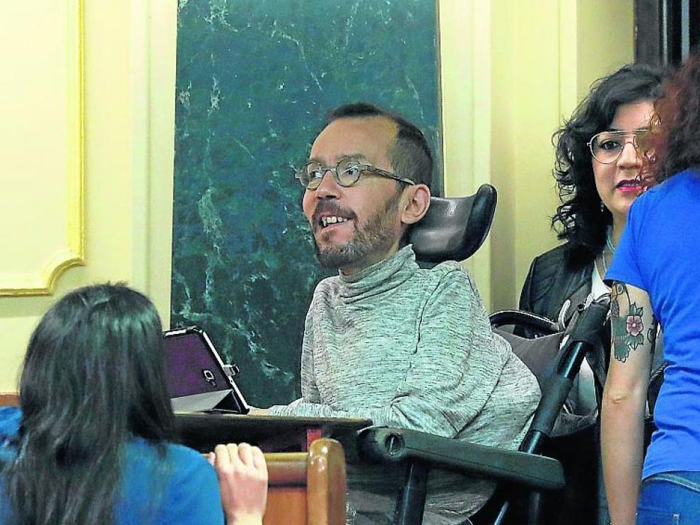 Pablo Echenique de Unidas Podemos por Zaragoza, se tuvo que instalar en el 'gallinero'.