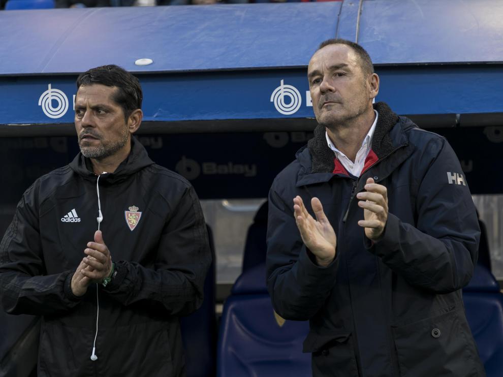 Víctor Fernández, a la derecha, junto a su ayudante José Luis Rodríguez Loreto.