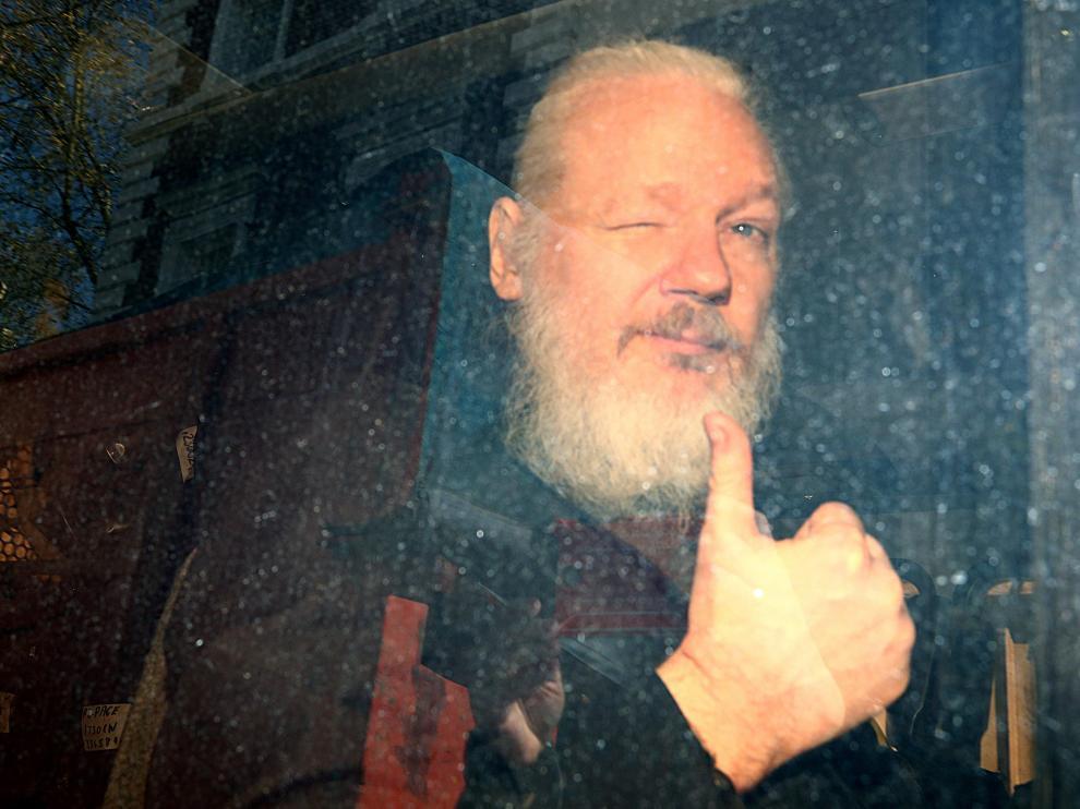 Imagen de Julian Assange tras su arresto en Londres.