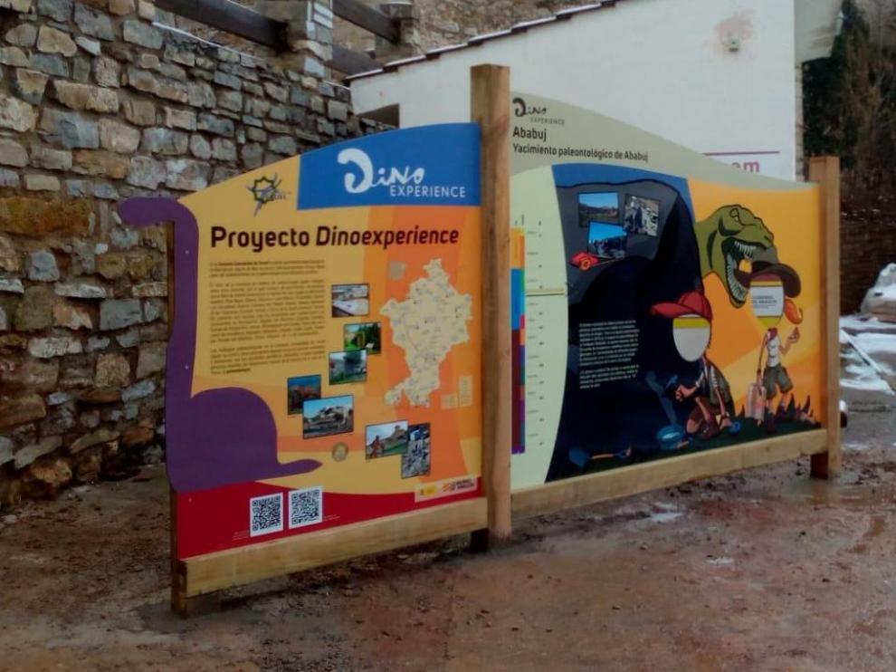 Panel con información paleontológica en Ababuj, uno de los seis que componen la nueva ruta.