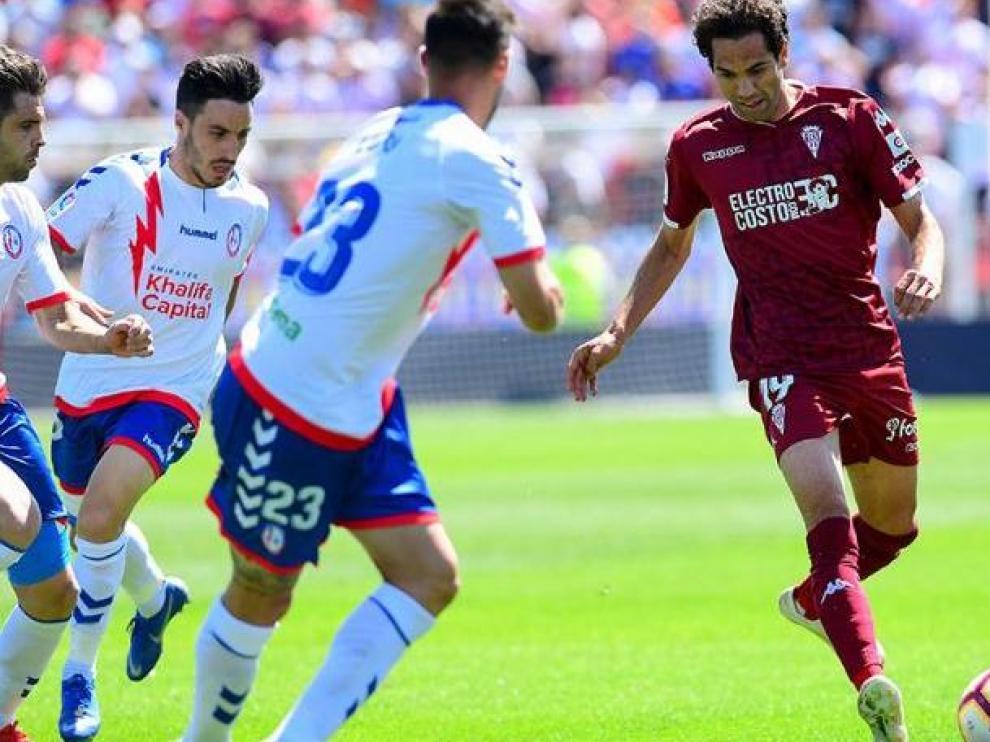 Un lance de juego del Rayo Majadahonda-Córdoba (0-0) de este sábado en el Cerro del Espino de la localidad madrileña.