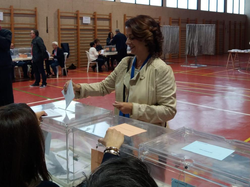Emma Buj vota en Teruel.