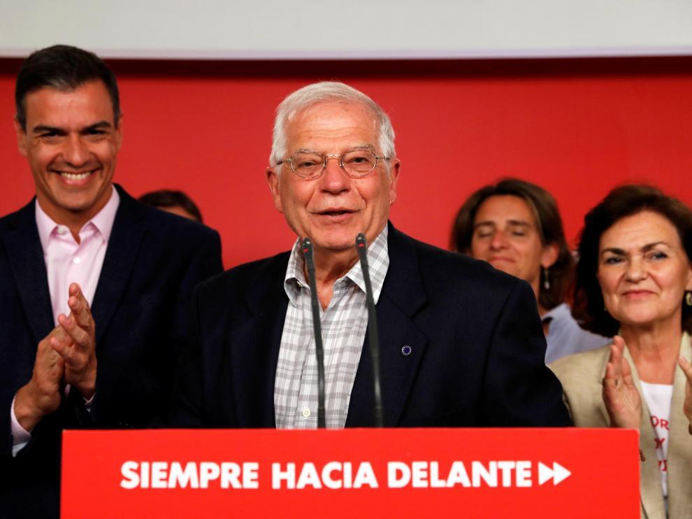 Borrell, junto a Pedro Sánchez, tras conocerse los resultados de las elecciones europeas.