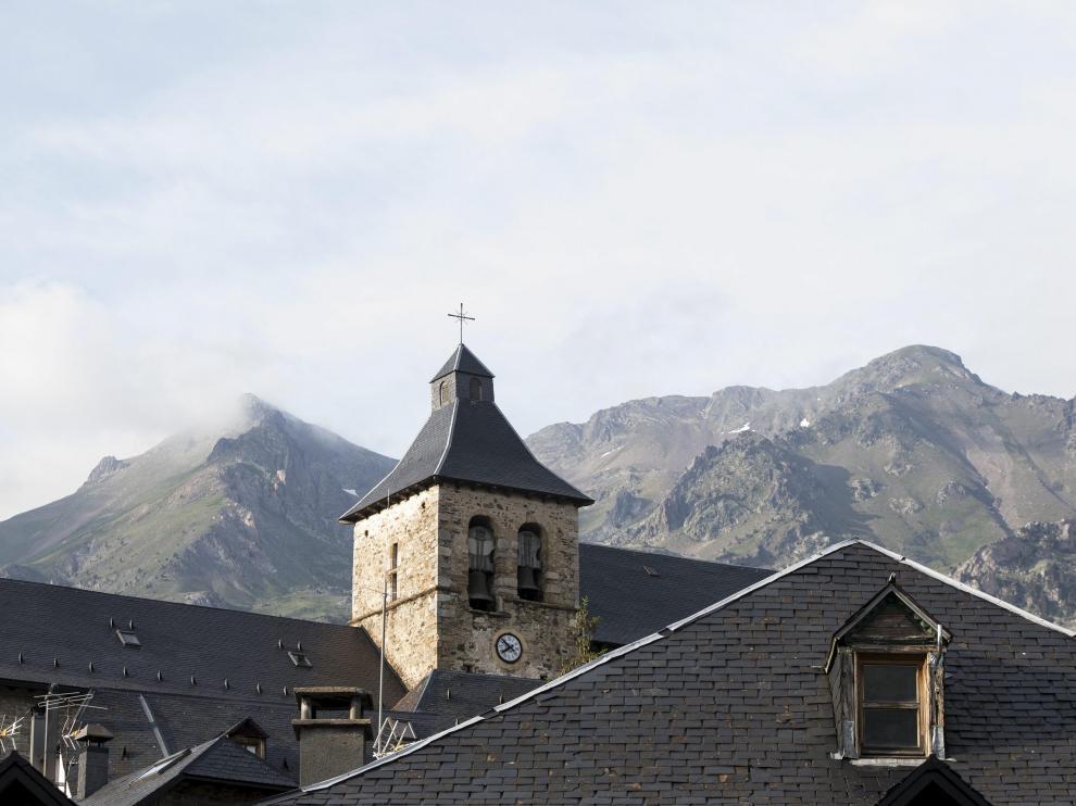 Sallent de Gállego, capital del valle de Tena, cuenta con numerosos senderos en su entorno.