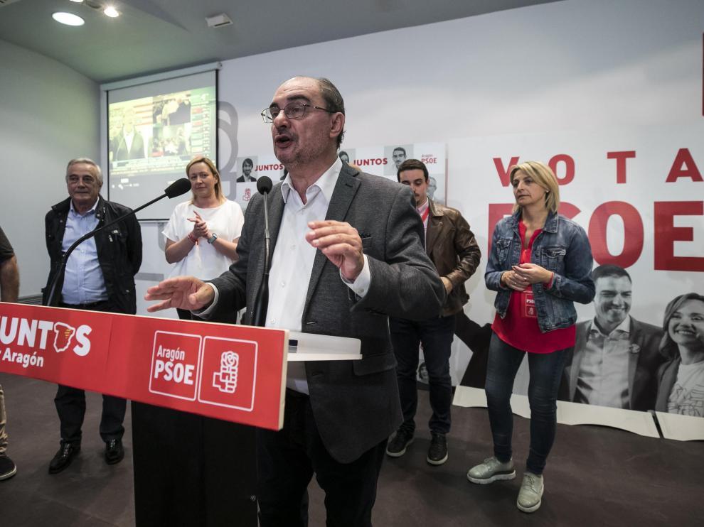 Lambán, en la sede del PSOE durante la noche electoral