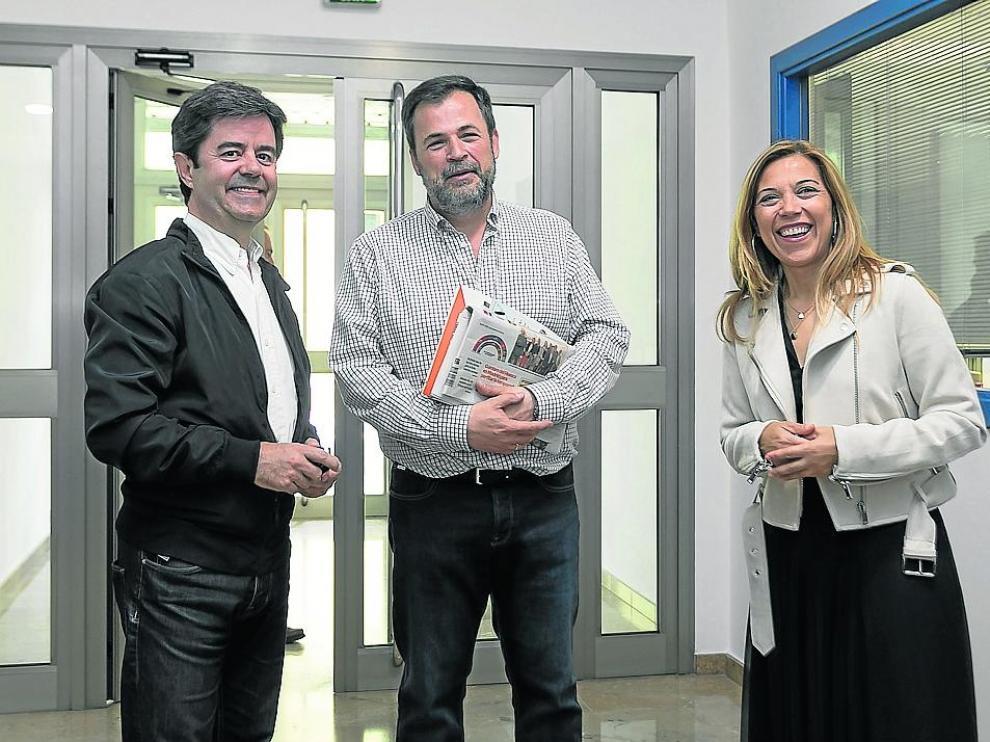 Luis Felipe (PSOE), José Luis Cadena (Cs) y Ana Alós (PP) el lunes ante la redacción de HERALDO.