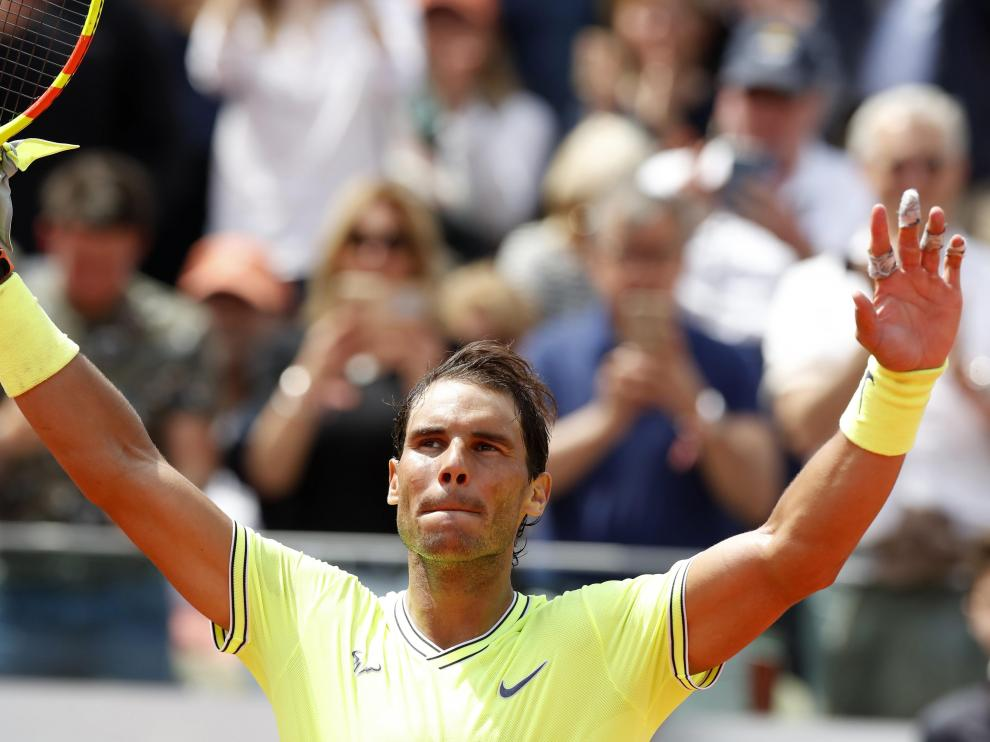 Tennis - French Open - Roland Garros, Paris, France - May 29, 2019. Spain's Rafael Nadal greets the crowd after winning his second round match against Germany's Yannick Maden. REUTERS/Christian Hartmann [[[REUTERS VOCENTO]]] TENNIS-FRENCHOPEN/