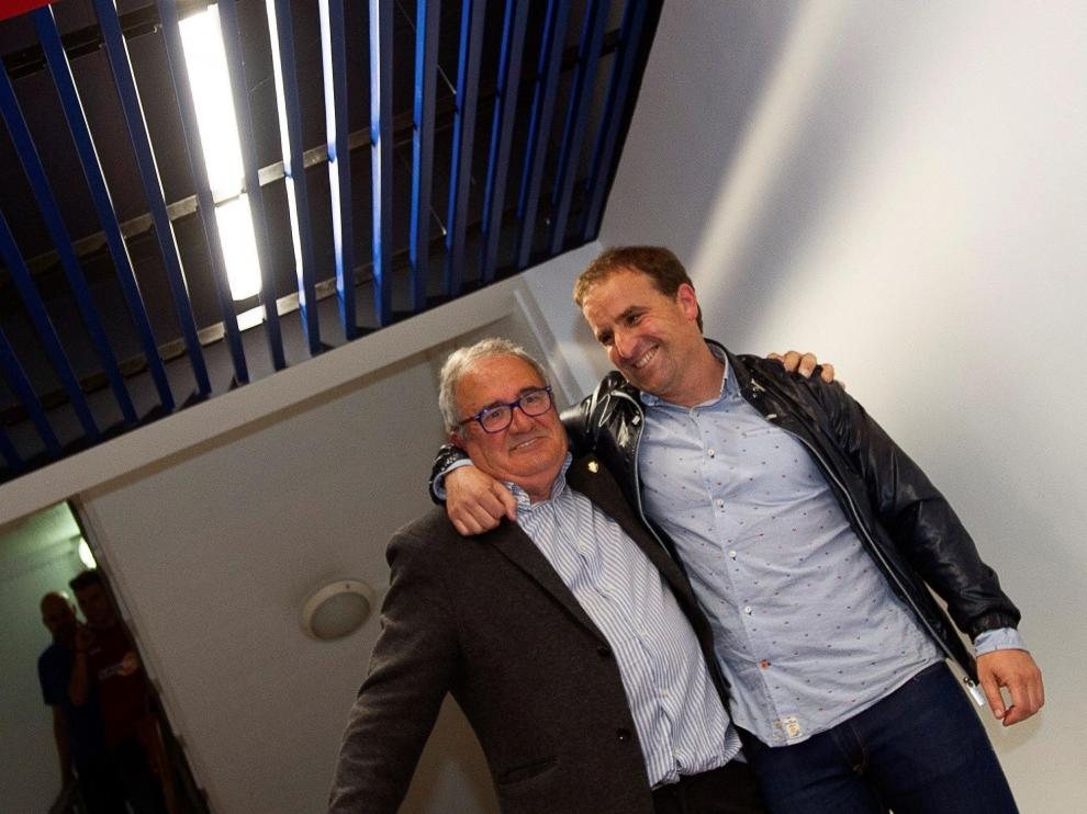 Luis Sabalza (d), junto al entrenador del Osasuna en una imagen de archivo.