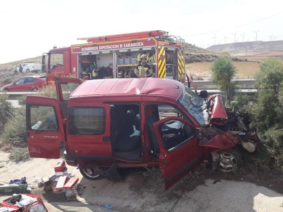Imagen del suceso en el que una furgoneta y dos turismos han chocado por alcance.