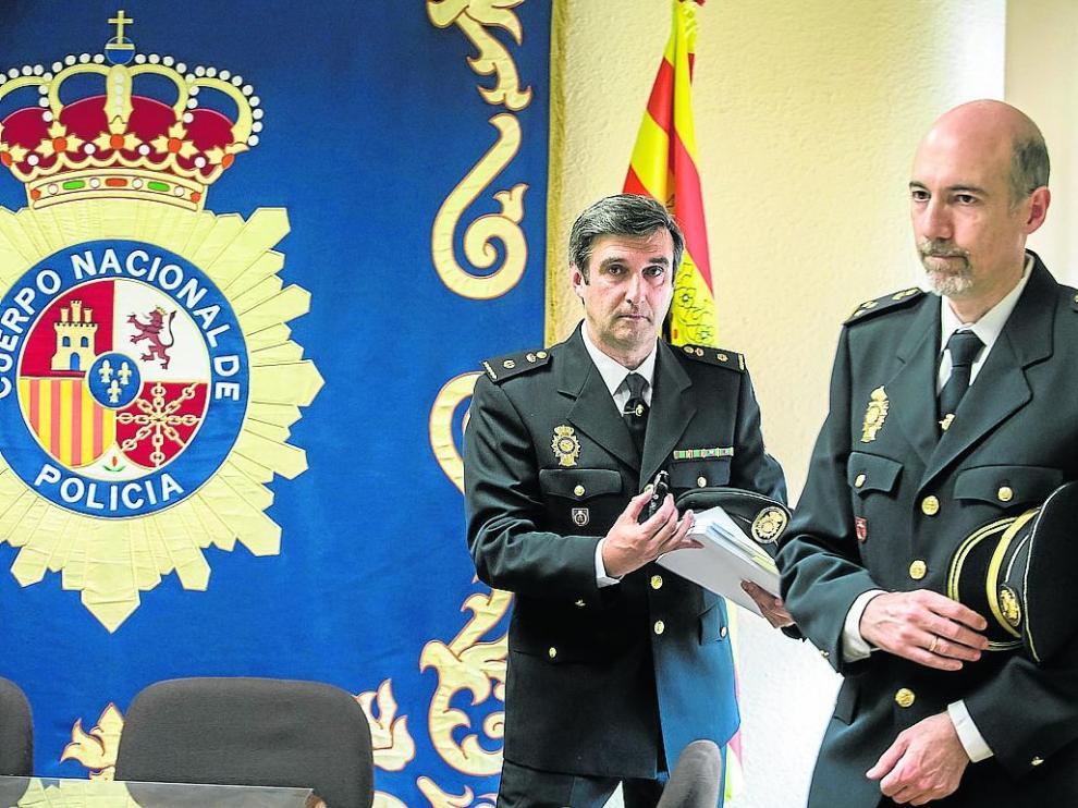 El inspector jefe de la Udyco, Alberto Larripa, y el jefe del grupo de Blanqueo de Capitales.