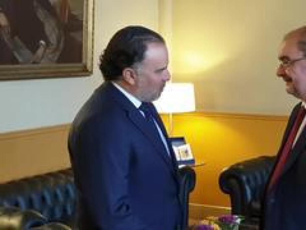 Fernando de Yarza López-Madrazo, presidente de HENNEO, ha sido recibido por Javier Lambán, presidente en funciones del Gobierno de Aragón, tras su nombramiento como presidente de WAN-IFRA.