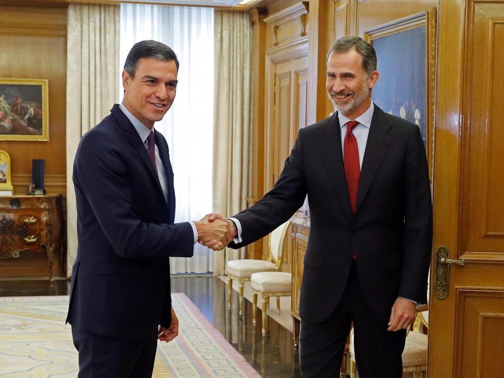 Felipe VI recibe al líder del PSOE, Pedro Sánchez, en la Zarzuela.
