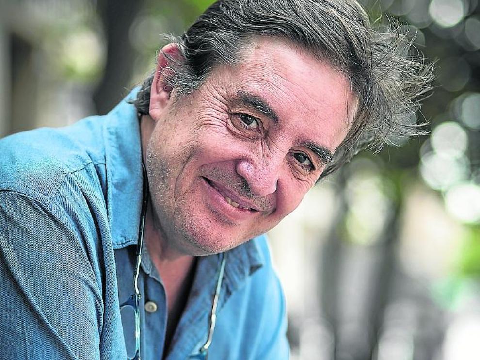 García Montero firmó en Zaragoza 'Las palabras rotas'.