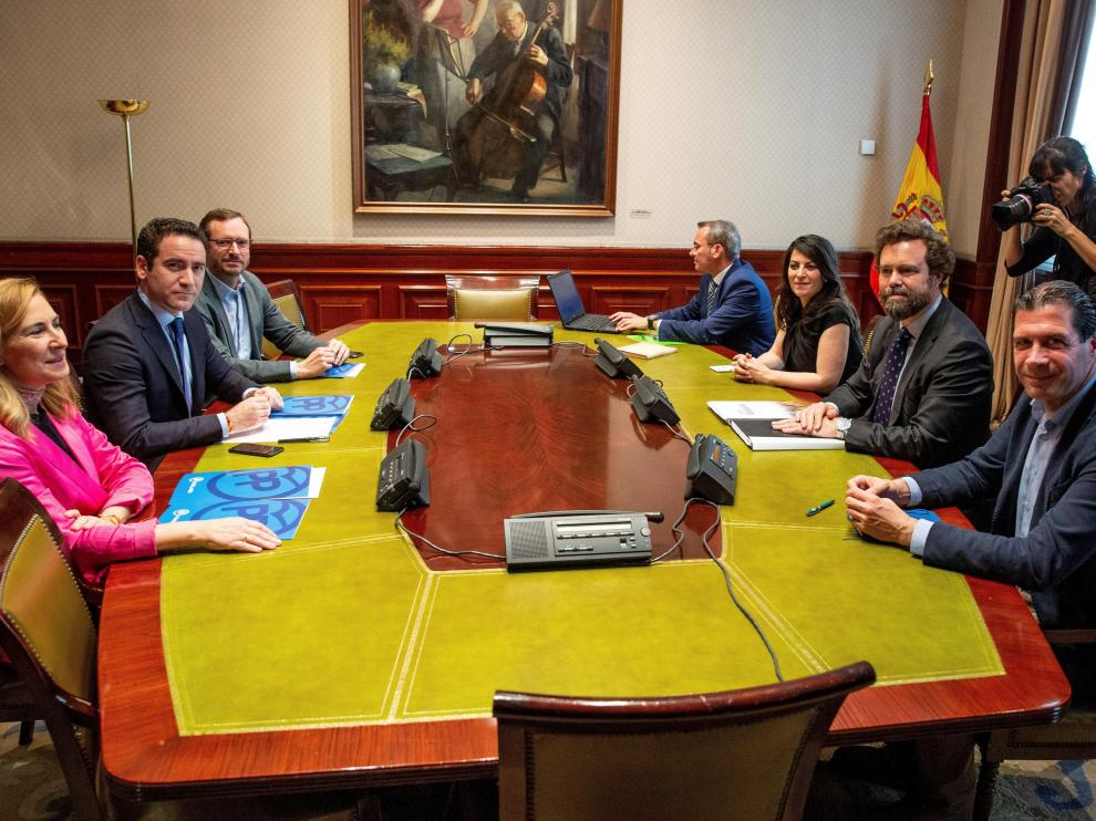 Reunión entre PP y Vox.