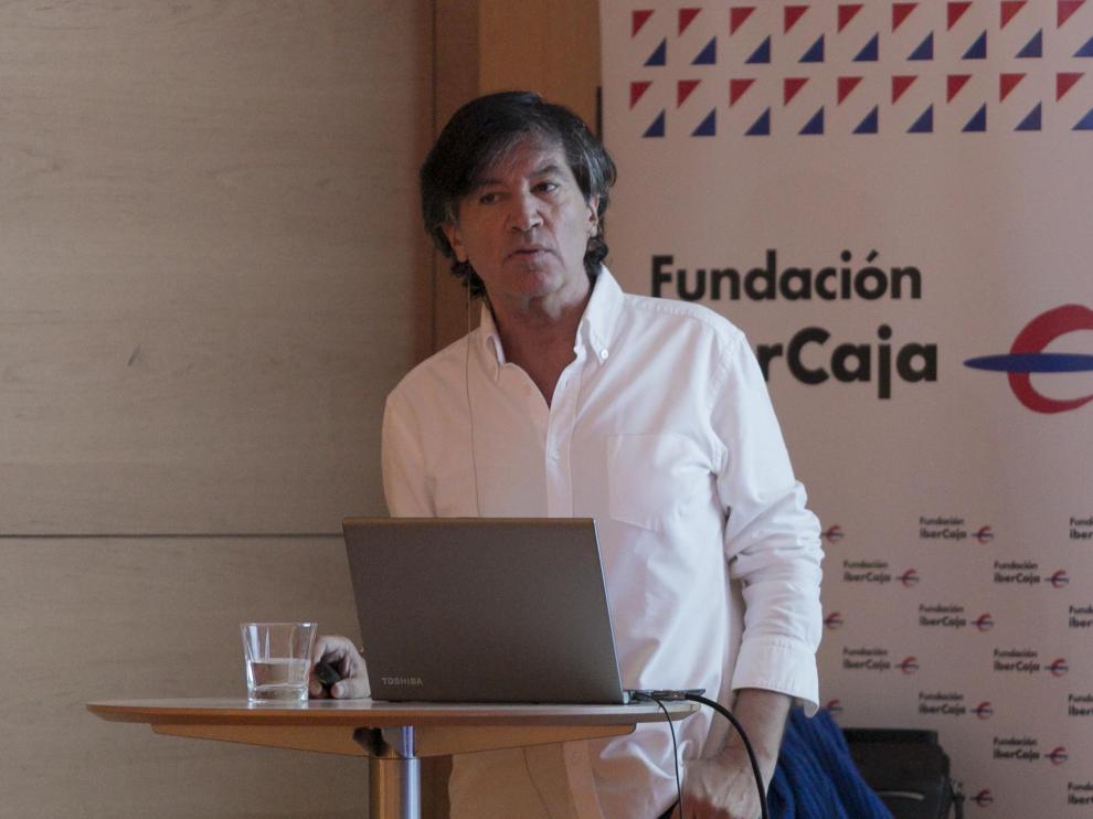 López Otín en la presentación del libro en el palacio de Villahermosa.