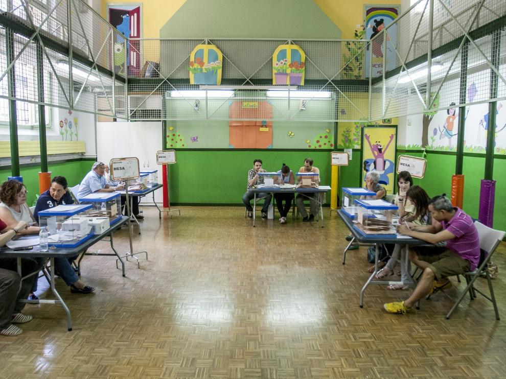 Un colegio electoral en Zaragoza.
