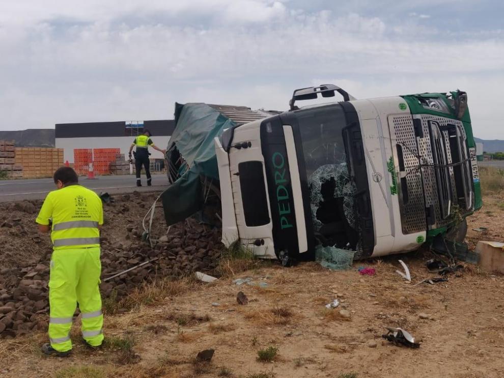 El accidente ha ocurrido en el kilómetro 329,200 de la N-211.