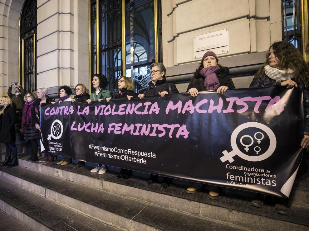 Concentración en Zaragoza contra la violencia de género.