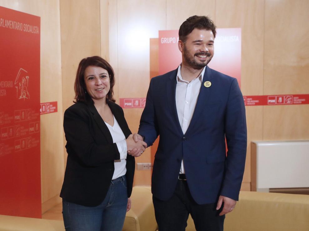 Gabriel Rufián y Adriana Lastra tras la reunión que han mantenido la mañana de este jueves.