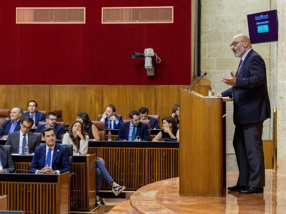 El portavoz de Vox, Alejandro Hernández, durante su intervención en el Parlamento de Andalucía.