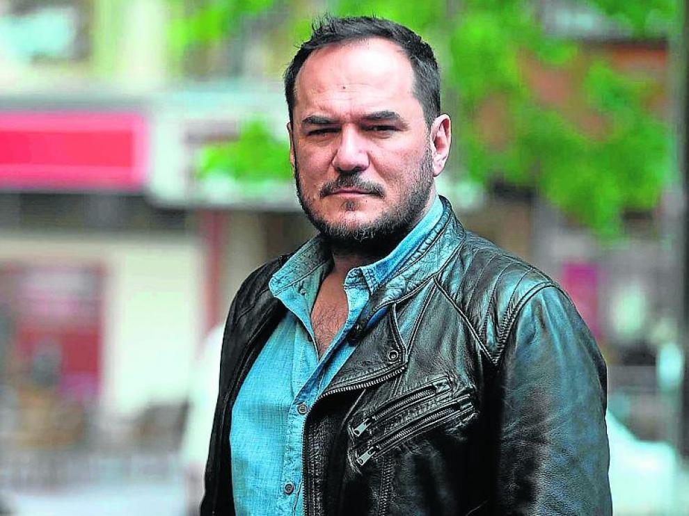 Ismael Serrano se mantiene firme en su compromiso.