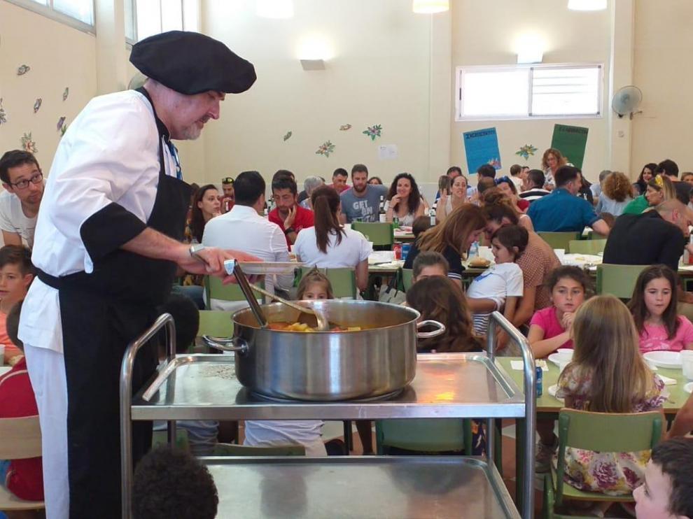 Unas 40 familias degustaron, junto con sus hijos, un delicioso menú elaborado por Serfín.
