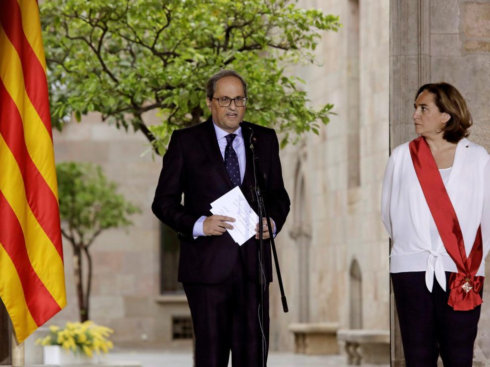 El presidente de la Generalitat, Quim Torra, con la alcaldesa de Barcelona, Ada Colau.