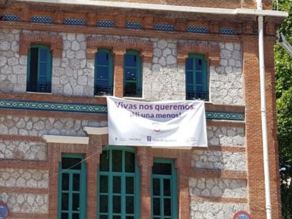 La pancarta retirada por el PP en Arganzuela.