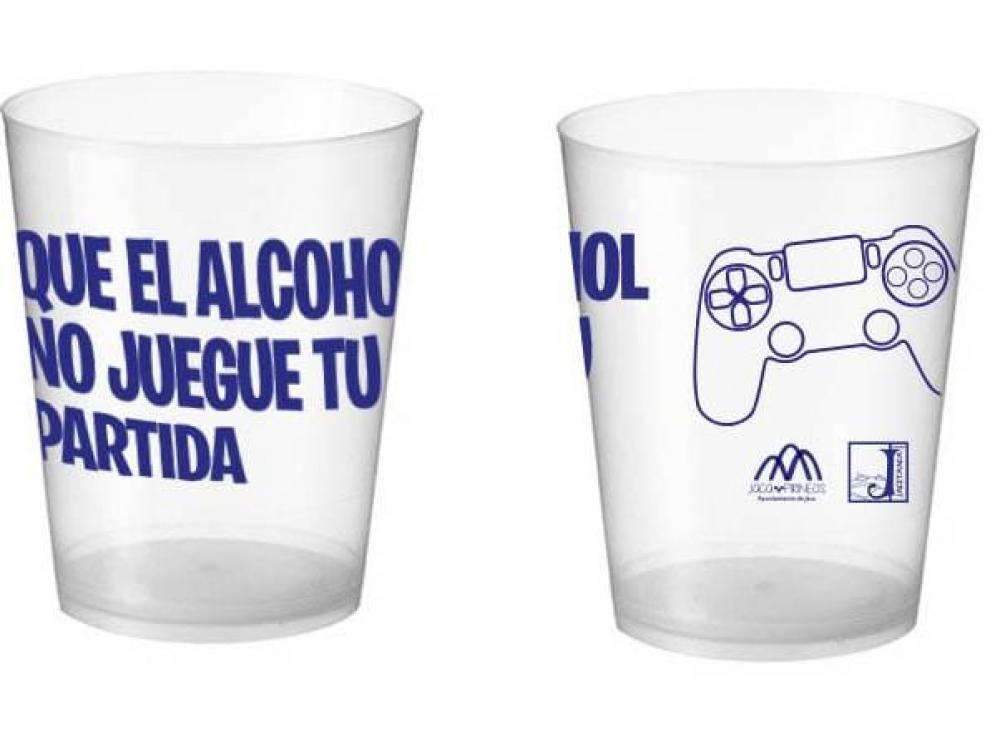Los vasos llevan el lema de la campaña y un mando de videojuego.
