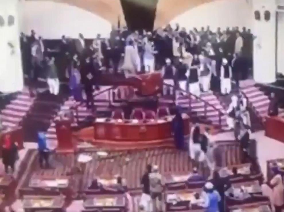 Una imagen de la trifulca de este miércoles en el Parlamento de Afganistá.