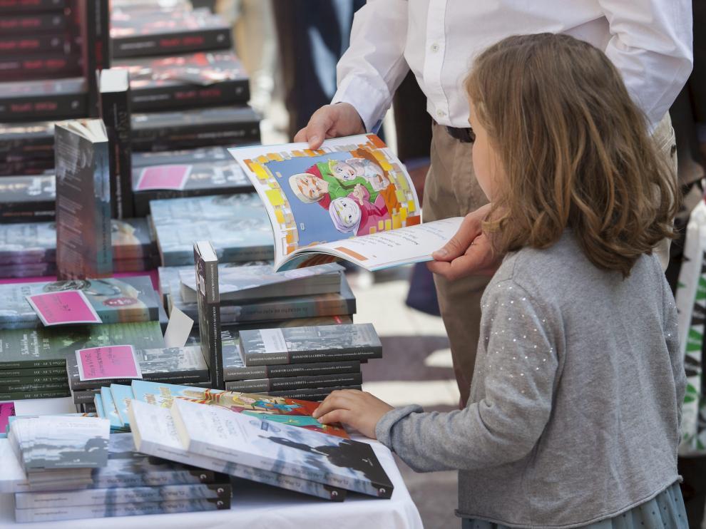 El verano es un buen momento para animar a los niños a la lectura.