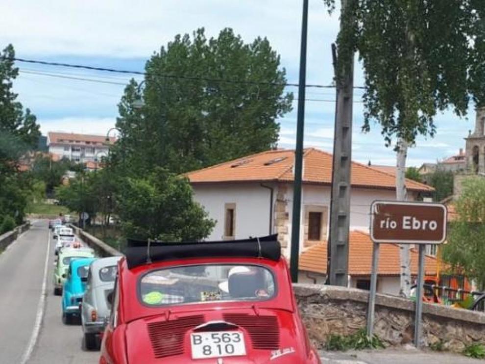 Mequinenza ha sido una de las paradas de la travesía del Ebro de los vehículos.