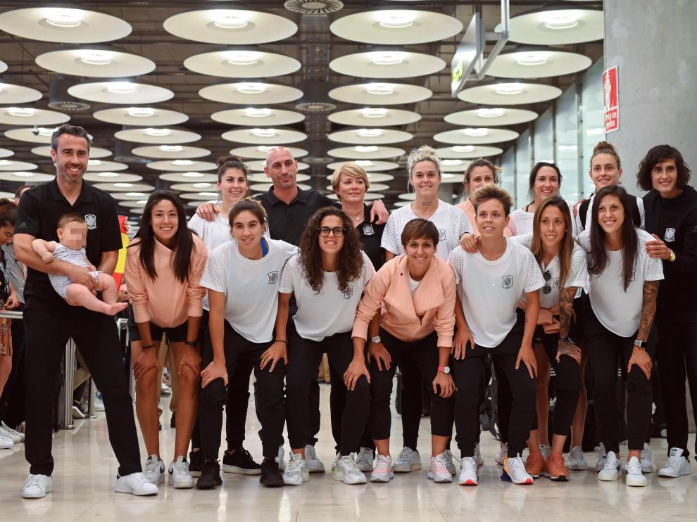 Llegada de la selección española femenina al Aeropuerto de Barajas.
