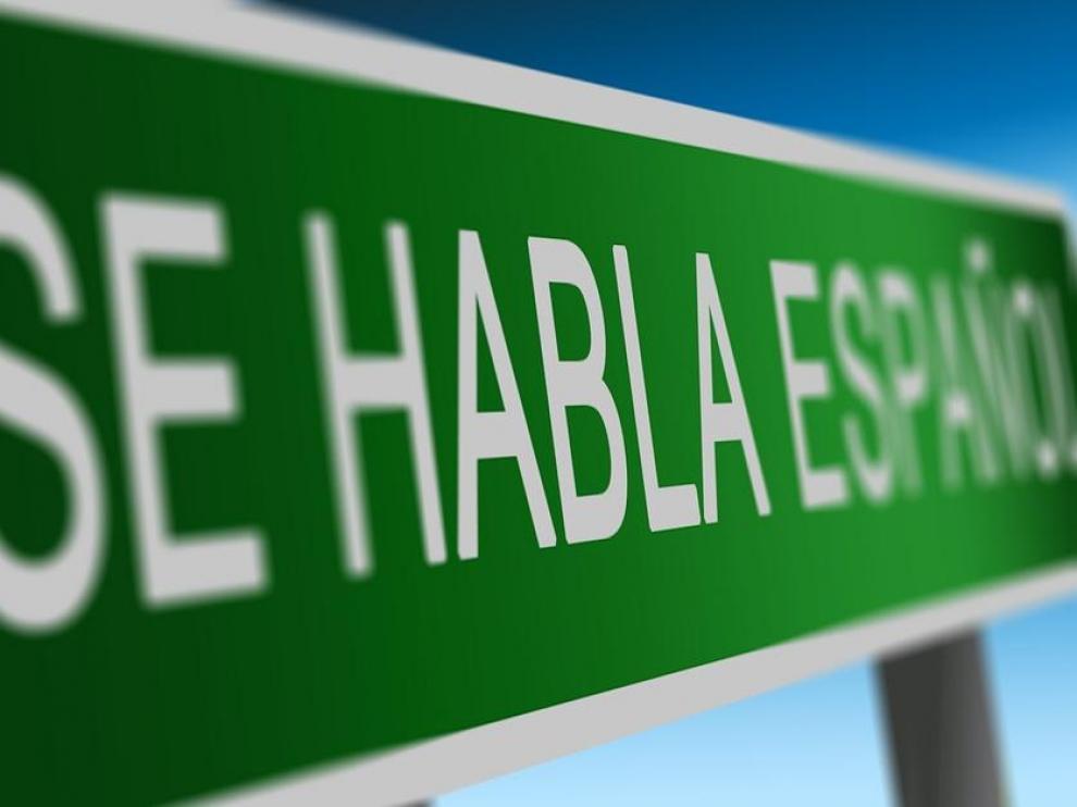 Los anglicismos se han convertido en vocablos habituales de las conversaciones en español.