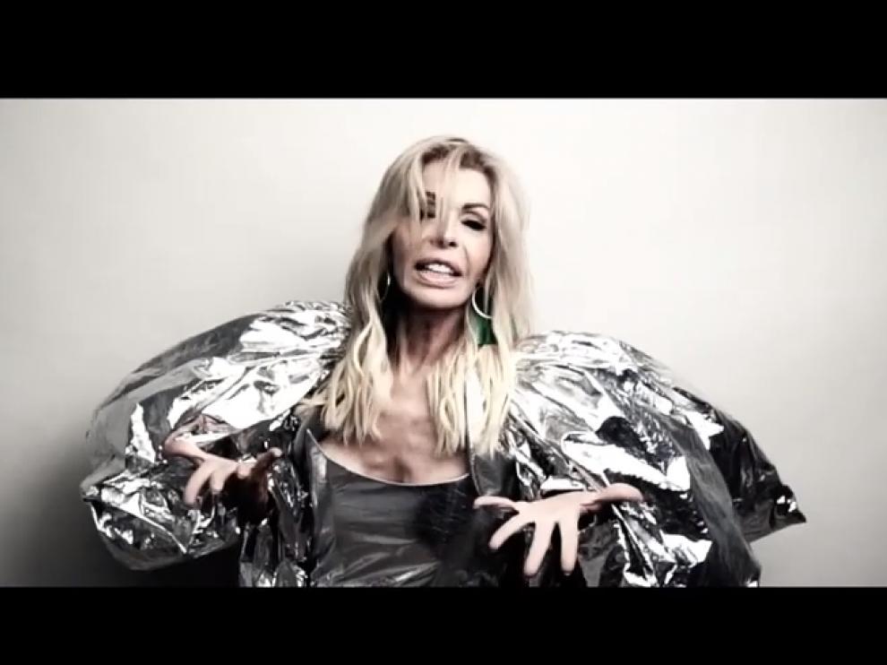 Un fragmento del vídeo 'Deseando amar'.