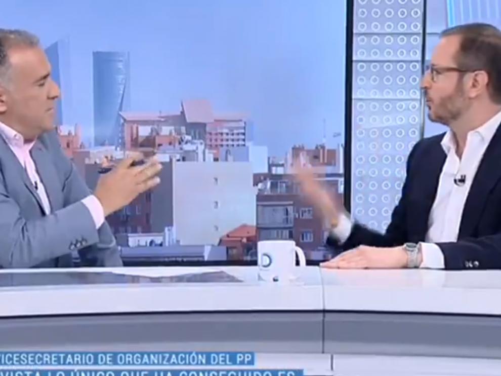 El periodista Xabier Fortes con Javier Maroto