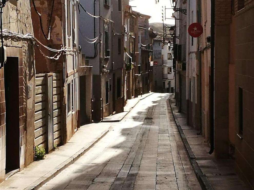 La calle Mayor de Hijar, este sábado