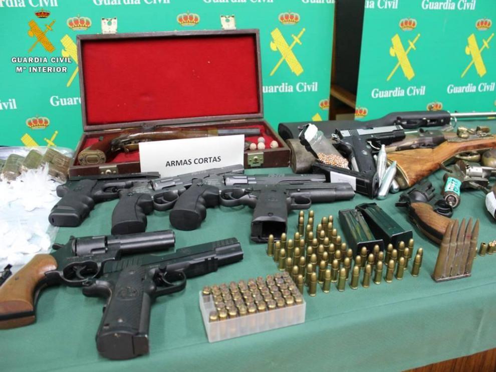 Drogas, armas, joyas y otros objetos intervenidos por la Guardia Civil durante los registros de la operación Boxeo