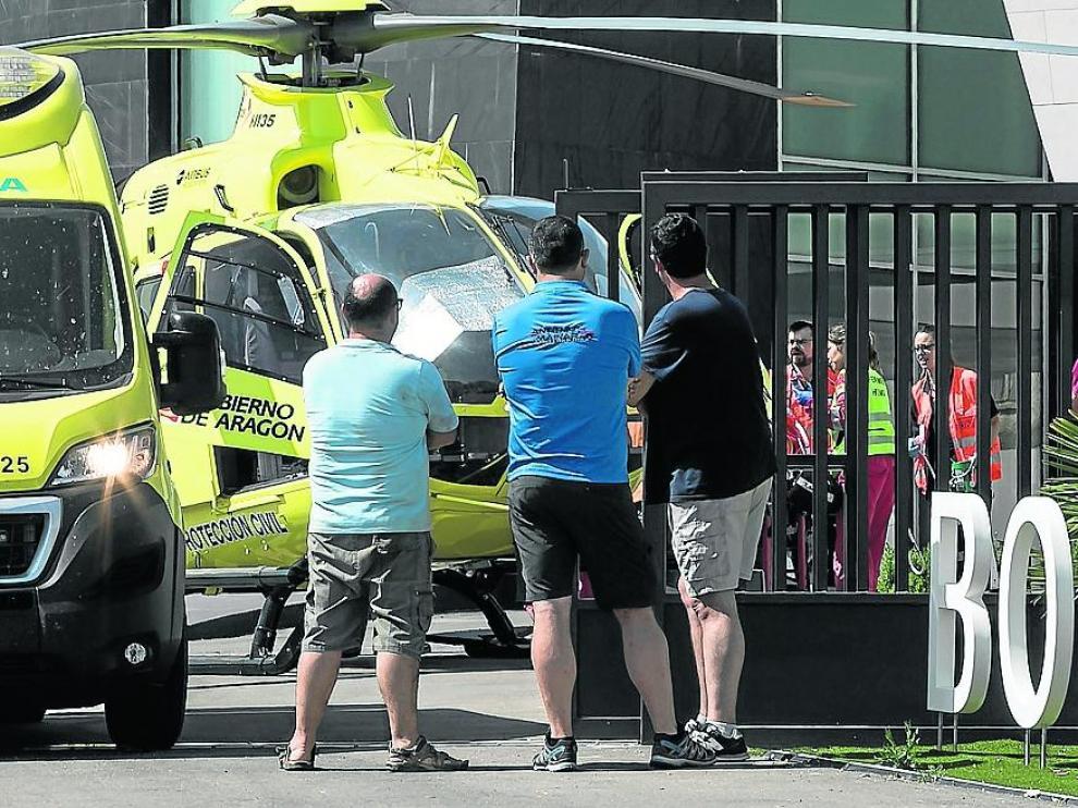 El helicóptero del 061 evacuó a la víctima al Servet tras cerca de dos horas de reanimación.