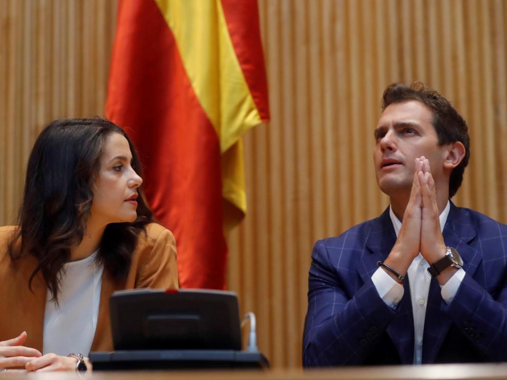 Inés Arrimadas junto a Albert Rivera este jueves por la mañana en la reunión del grupo parlamentario de Cs.
