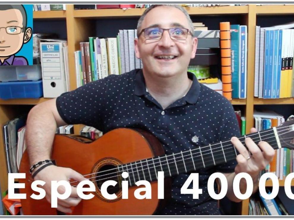 Miguel Ángel Miguel, profesor de matemáticas y youtuber celebra los 40.000 seguidores de su canal.